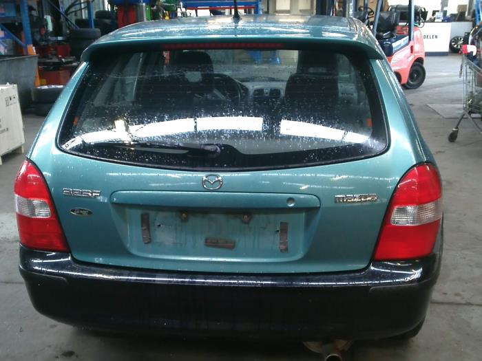 Mazda 323 Fastbreak (BJ14) 1.6 16V (klik op de afbeelding voor de volgende foto)  (klik op de afbeelding voor de volgende foto)