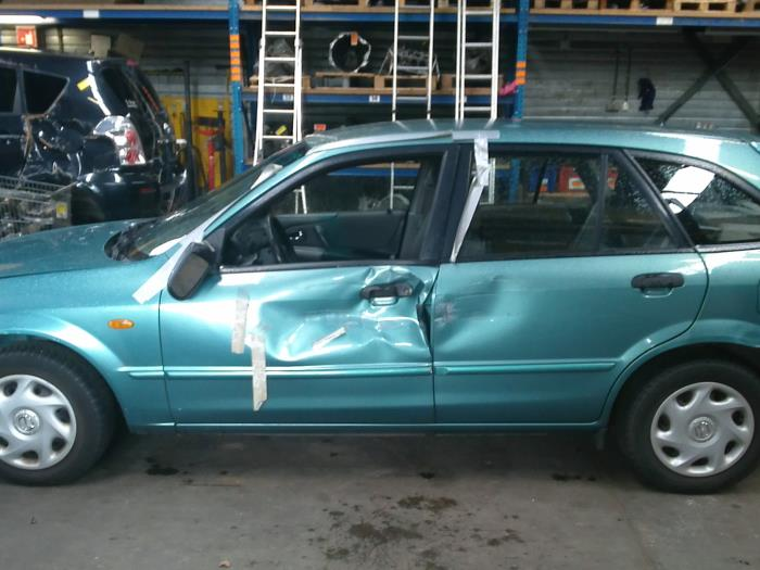 Mazda 323 Fastbreak (BJ14) 1.6 16V (klik op de afbeelding voor de volgende foto)  (klik op de afbeelding voor de volgende foto)  (klik op de afbeelding voor de volgende foto)  (klik op de afbeelding voor de volgende foto)  (klik op de afbeelding voor de volgende foto)  (klik op de afbeelding voor de volgende foto)  (klik op de afbeelding voor de volgende foto)