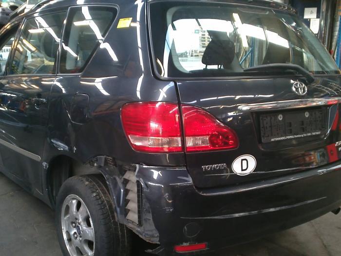 Toyota Avensis Verso (M20) 2.0 D-4D 16V (klik op de afbeelding voor de volgende foto)