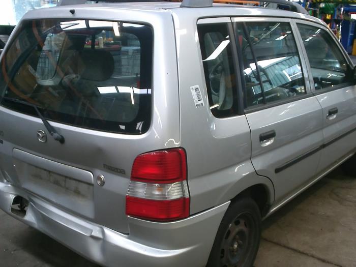 Mazda Demio 1.3 16V (klik op de afbeelding voor de volgende foto)  (klik op de afbeelding voor de volgende foto)  (klik op de afbeelding voor de volgende foto)