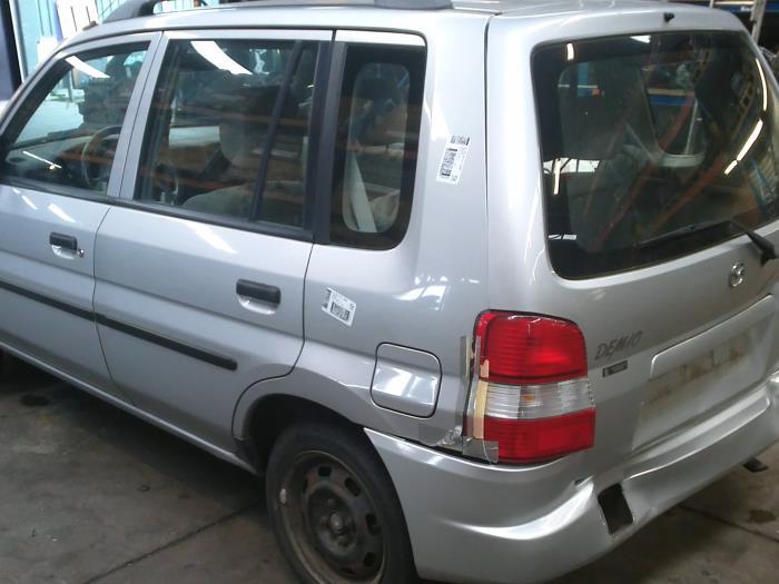 Mazda Demio 1.3 16V (klik op de afbeelding voor de volgende foto)