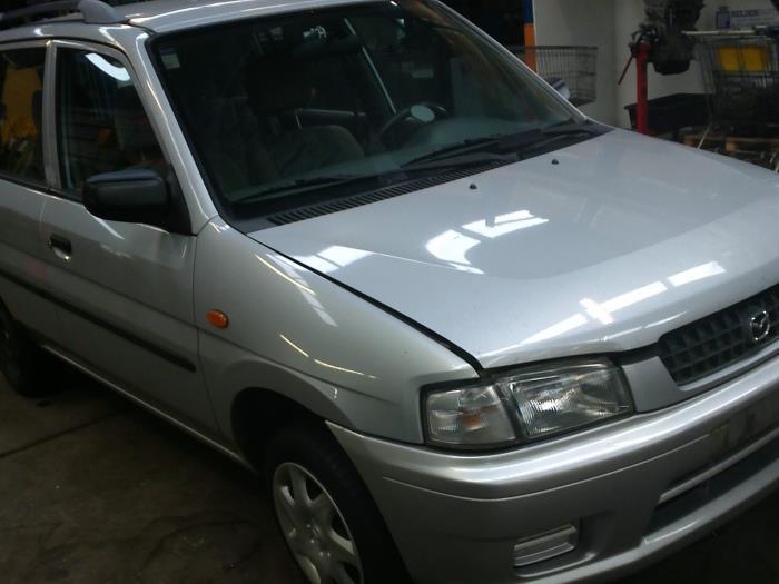 Mazda Demio 1.3 16V (klik op de afbeelding voor de volgende foto)  (klik op de afbeelding voor de volgende foto)  (klik op de afbeelding voor de volgende foto)  (klik op de afbeelding voor de volgende foto)  (klik op de afbeelding voor de volgende foto)