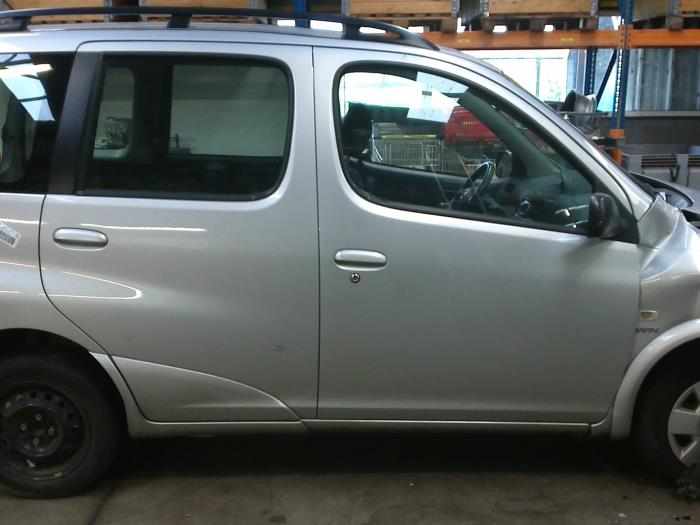 Toyota Yaris Verso (P2) 1.3 16V (klik op de afbeelding voor de volgende foto)  (klik op de afbeelding voor de volgende foto)  (klik op de afbeelding voor de volgende foto)  (klik op de afbeelding voor de volgende foto)
