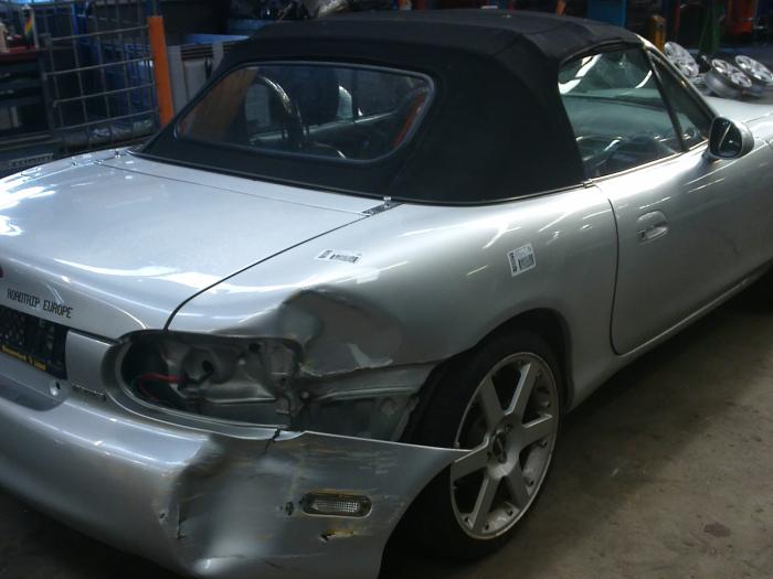 Mazda MX-5 (NB18/35/8C) 1.6i 16V (klik op de afbeelding voor de volgende foto)  (klik op de afbeelding voor de volgende foto)  (klik op de afbeelding voor de volgende foto)