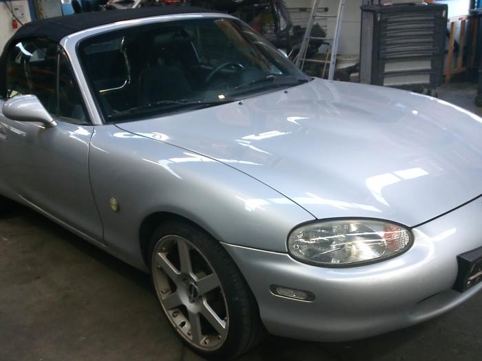 Mazda MX-5 (NB18/35/8C) 1.6i 16V (klik op de afbeelding voor de volgende foto)  (klik op de afbeelding voor de volgende foto)  (klik op de afbeelding voor de volgende foto)  (klik op de afbeelding voor de volgende foto)  (klik op de afbeelding voor de volgende foto)