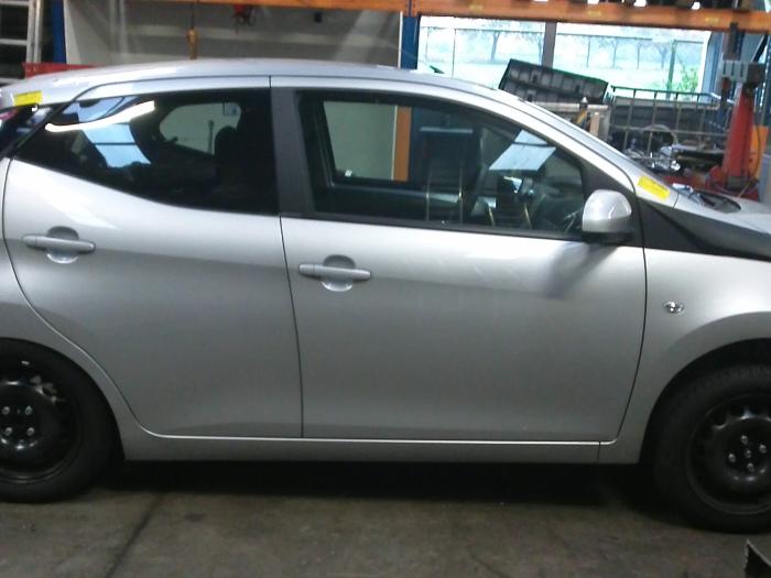 Toyota Aygo (B40) 1.0 12V VVT-i (klik op de afbeelding voor de volgende foto)  (klik op de afbeelding voor de volgende foto)  (klik op de afbeelding voor de volgende foto)  (klik op de afbeelding voor de volgende foto)
