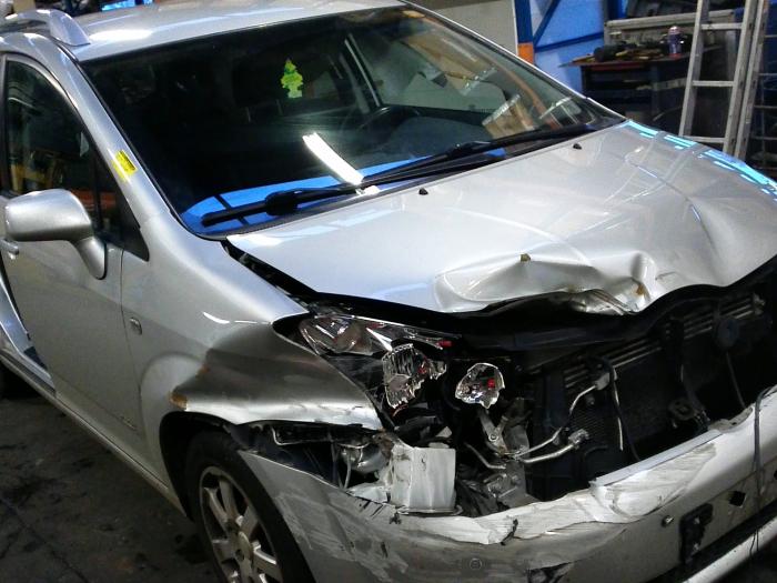 Toyota Corolla Verso (R10/11) 2.2 D-4D 16V (klik op de afbeelding voor de volgende foto)  (klik op de afbeelding voor de volgende foto)  (klik op de afbeelding voor de volgende foto)  (klik op de afbeelding voor de volgende foto)  (klik op de afbeelding voor de volgende foto)