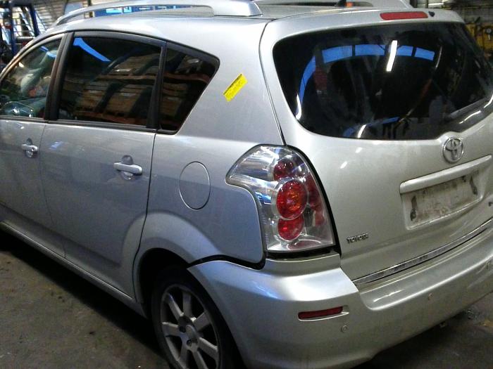 Toyota Corolla Verso (R10/11) 2.2 D-4D 16V (klik op de afbeelding voor de volgende foto)