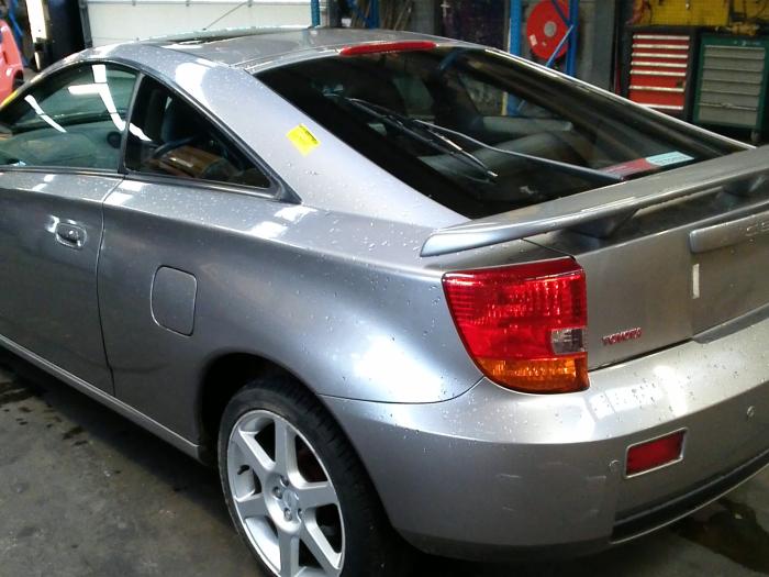 Toyota Celica {ZZT230/231} 1.8 16V VVTL-i TS (klik op de afbeelding voor de volgende foto)