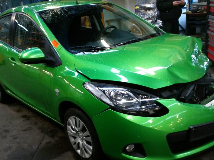 Mazda 2 (DE) 1.5 16V S-VT (klik op de afbeelding voor de volgende foto)  (klik op de afbeelding voor de volgende foto)  (klik op de afbeelding voor de volgende foto)  (klik op de afbeelding voor de volgende foto)