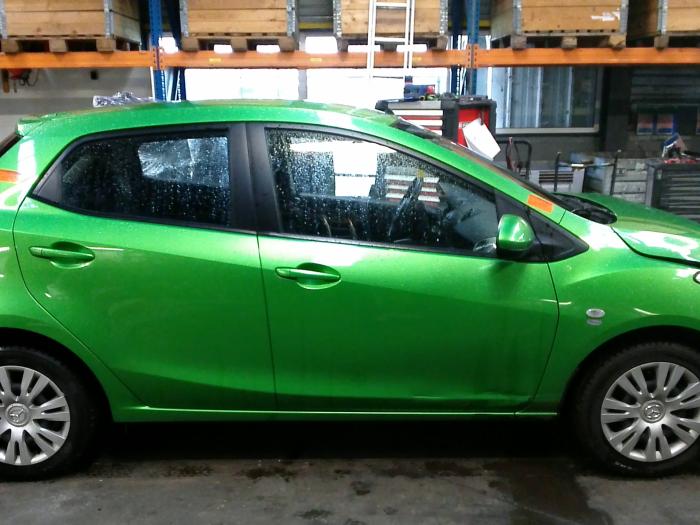Mazda 2 (DE) 1.5 16V S-VT (klik op de afbeelding voor de volgende foto)  (klik op de afbeelding voor de volgende foto)  (klik op de afbeelding voor de volgende foto)