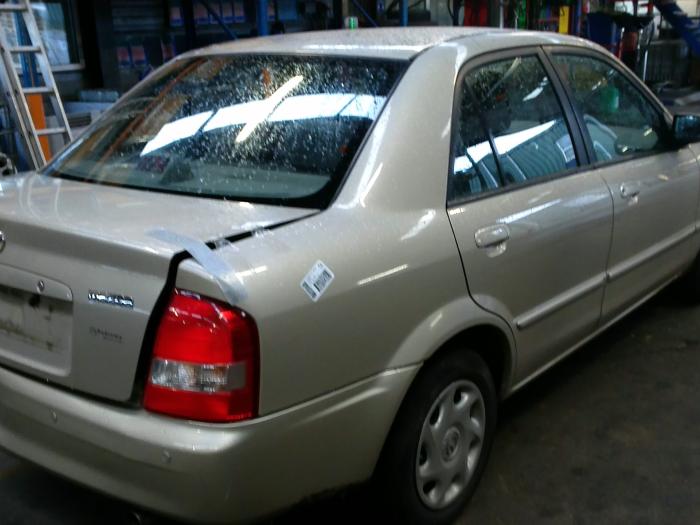 Mazda 323 (BJ12) 1.6 16V (klik op de afbeelding voor de volgende foto)  (klik op de afbeelding voor de volgende foto)  (klik op de afbeelding voor de volgende foto)
