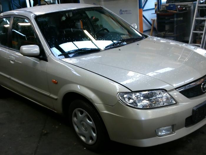 Mazda 323 (BJ12) 1.6 16V 2002 Gasklephuis (klik op de afbeelding voor de volgende foto)