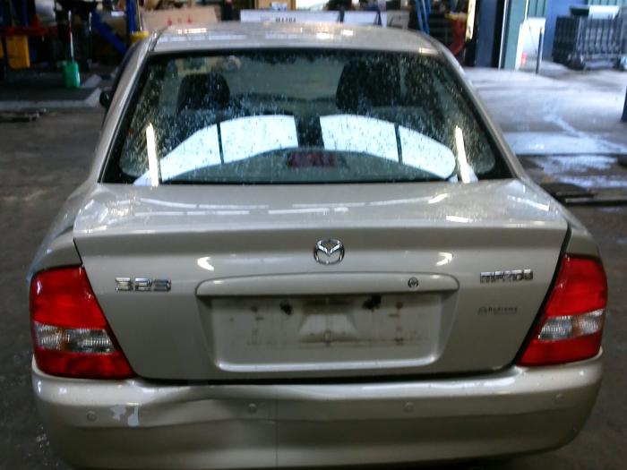 Mazda 323 (BJ12) 1.6 16V (klik op de afbeelding voor de volgende foto)  (klik op de afbeelding voor de volgende foto)