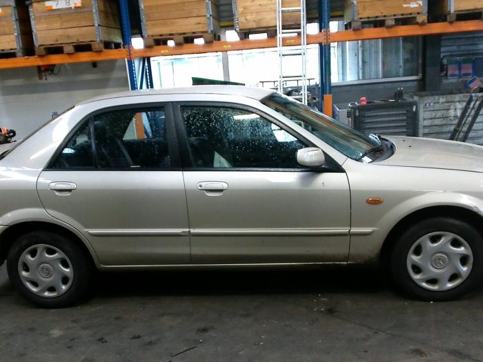 Mazda 323 (BJ12) 1.6 16V (klik op de afbeelding voor de volgende foto)  (klik op de afbeelding voor de volgende foto)  (klik op de afbeelding voor de volgende foto)  (klik op de afbeelding voor de volgende foto)