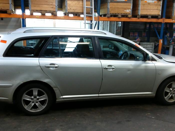 Toyota Avensis Wagon (T25/B1E) 1.8 16V VVT-i (klik op de afbeelding voor de volgende foto)  (klik op de afbeelding voor de volgende foto)  (klik op de afbeelding voor de volgende foto)  (klik op de afbeelding voor de volgende foto)