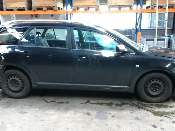 Toyota Avensis Wagon (T25/B1E) 2.0 16V D-4D (klik op de afbeelding voor de volgende foto)  (klik op de afbeelding voor de volgende foto)  (klik op de afbeelding voor de volgende foto)  (klik op de afbeelding voor de volgende foto)