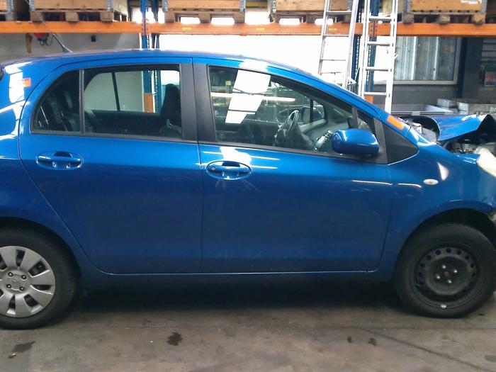 Toyota Yaris II (P9) 1.0 12V VVT-i (klik op de afbeelding voor de volgende foto)  (klik op de afbeelding voor de volgende foto)  (klik op de afbeelding voor de volgende foto)  (klik op de afbeelding voor de volgende foto)