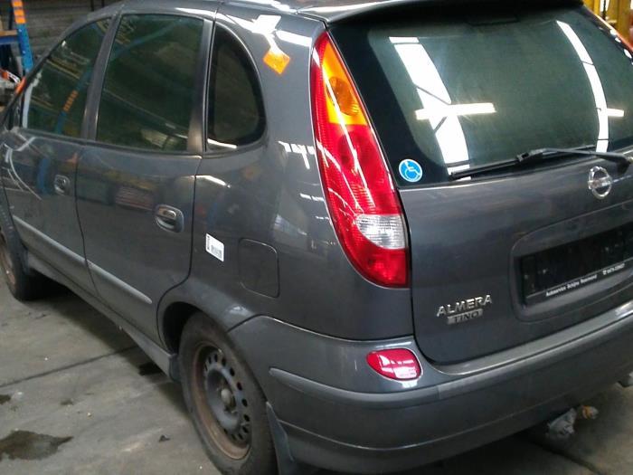 Nissan Almera Tino (V10M) 1.8 16V (klik op de afbeelding voor de volgende foto)