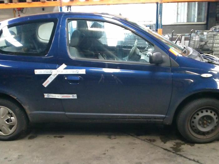 Toyota Yaris (P1) 1.0 16V VVT-i (klik op de afbeelding voor de volgende foto)  (klik op de afbeelding voor de volgende foto)  (klik op de afbeelding voor de volgende foto)  (klik op de afbeelding voor de volgende foto)