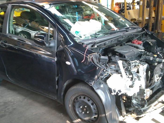 Toyota Yaris II (P9) 1.0 12V VVT-i (klik op de afbeelding voor de volgende foto)  (klik op de afbeelding voor de volgende foto)  (klik op de afbeelding voor de volgende foto)  (klik op de afbeelding voor de volgende foto)  (klik op de afbeelding voor de volgende foto)