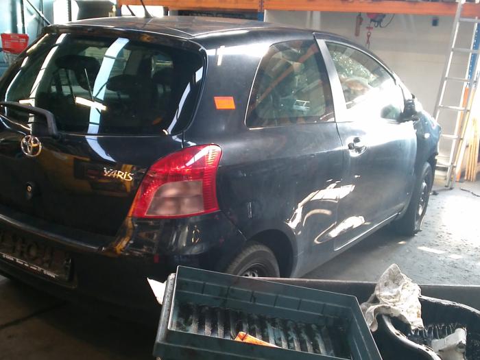 Toyota Yaris II (P9) 1.0 12V VVT-i (klik op de afbeelding voor de volgende foto)  (klik op de afbeelding voor de volgende foto)  (klik op de afbeelding voor de volgende foto)