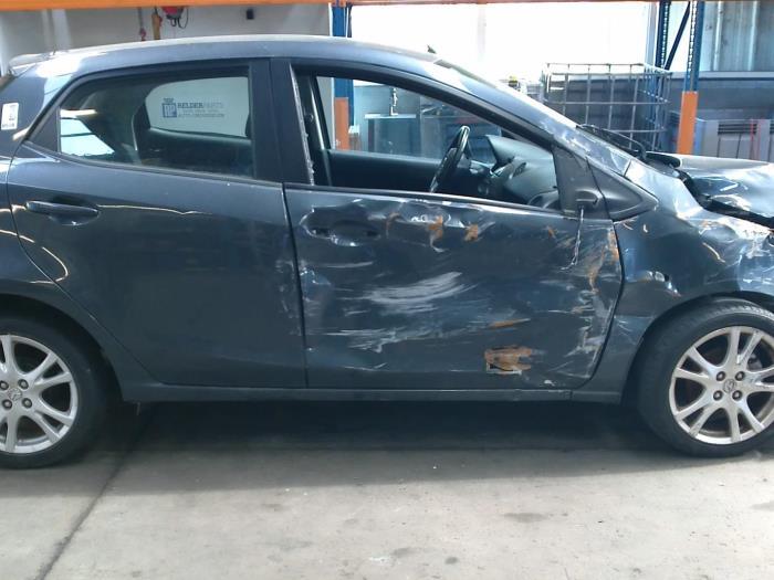 Mazda 2 (DE) 1.3 16V S-VT High Power (klik op de afbeelding voor de volgende foto)  (klik op de afbeelding voor de volgende foto)  (klik op de afbeelding voor de volgende foto)  (klik op de afbeelding voor de volgende foto)