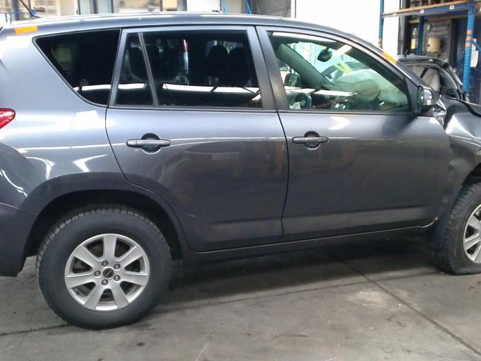 Toyota RAV4 (A3) 2.0 16V Valvematic 4x2 (klik op de afbeelding voor de volgende foto)  (klik op de afbeelding voor de volgende foto)  (klik op de afbeelding voor de volgende foto)  (klik op de afbeelding voor de volgende foto)