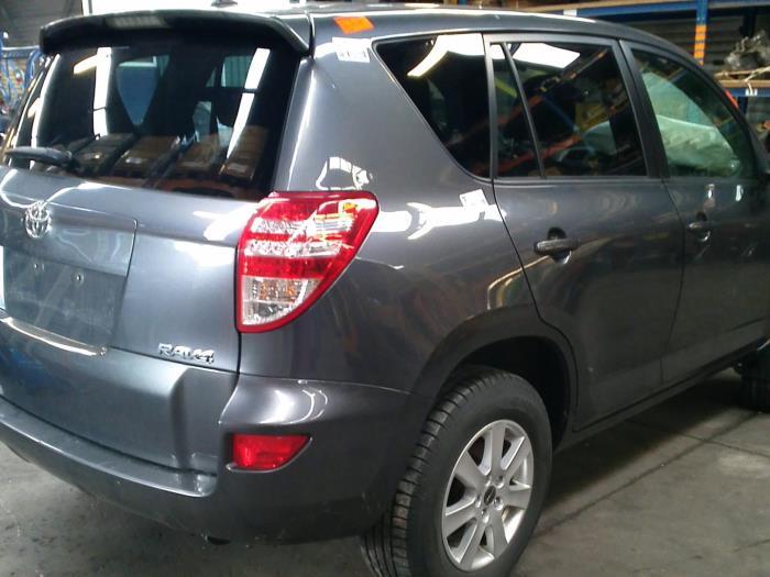Toyota RAV4 (A3) 2.0 16V Valvematic 4x2 (klik op de afbeelding voor de volgende foto)  (klik op de afbeelding voor de volgende foto)  (klik op de afbeelding voor de volgende foto)