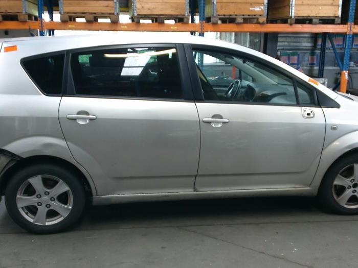 Toyota Corolla Verso (R10/11) 2.2 D-4D 16V (klik op de afbeelding voor de volgende foto)  (klik op de afbeelding voor de volgende foto)  (klik op de afbeelding voor de volgende foto)  (klik op de afbeelding voor de volgende foto)