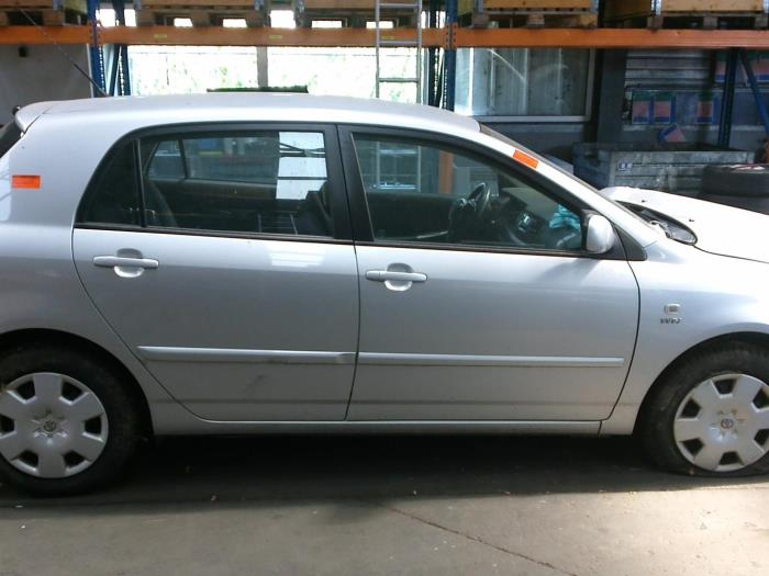 Toyota Corolla (E12) 1.4 16V VVT-i (klik op de afbeelding voor de volgende foto)  (klik op de afbeelding voor de volgende foto)  (klik op de afbeelding voor de volgende foto)  (klik op de afbeelding voor de volgende foto)