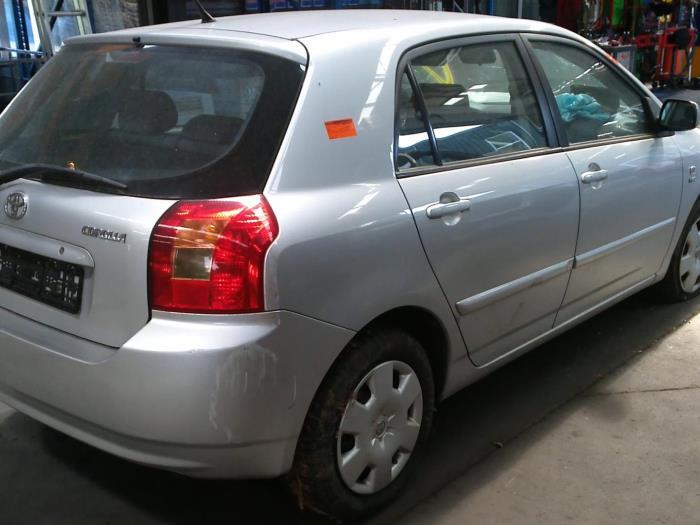 Toyota Corolla (E12) 1.4 16V VVT-i (klik op de afbeelding voor de volgende foto)  (klik op de afbeelding voor de volgende foto)  (klik op de afbeelding voor de volgende foto)