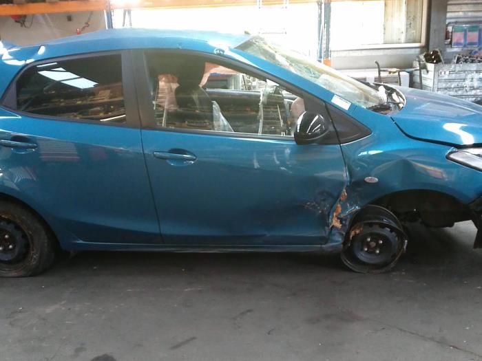 Mazda 2 (DE) 1.3 16V GT BiFuel (klik op de afbeelding voor de volgende foto)  (klik op de afbeelding voor de volgende foto)  (klik op de afbeelding voor de volgende foto)  (klik op de afbeelding voor de volgende foto)