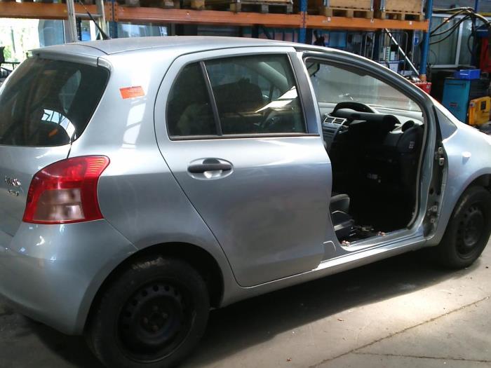 Toyota Yaris II (P9) 1.4 D-4D (klik op de afbeelding voor de volgende foto)  (klik op de afbeelding voor de volgende foto)  (klik op de afbeelding voor de volgende foto)  (klik op de afbeelding voor de volgende foto)