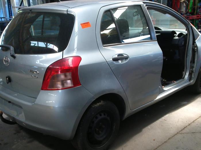 Toyota Yaris II (P9) 1.4 D-4D (klik op de afbeelding voor de volgende foto)  (klik op de afbeelding voor de volgende foto)  (klik op de afbeelding voor de volgende foto)