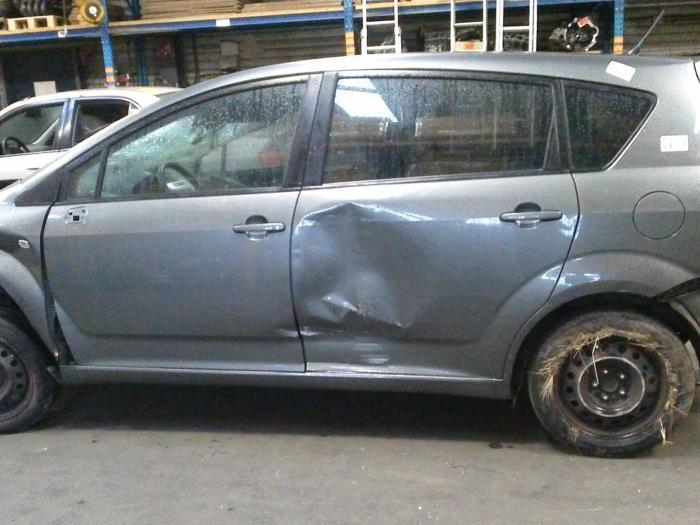 Toyota Corolla Verso (R10/11) 1.8 16V VVT-i (klik op de afbeelding voor de volgende foto)  (klik op de afbeelding voor de volgende foto)  (klik op de afbeelding voor de volgende foto)  (klik op de afbeelding voor de volgende foto)  (klik op de afbeelding voor de volgende foto)  (klik op de afbeelding voor de volgende foto)  (klik op de afbeelding voor de volgende foto)