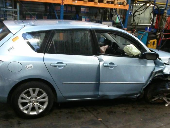 Mazda 3 Sport (BK14) 1.6i 16V (klik op de afbeelding voor de volgende foto)  (klik op de afbeelding voor de volgende foto)  (klik op de afbeelding voor de volgende foto)