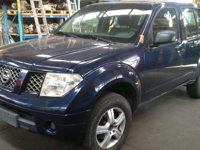 Nissan Pathfinder (R51) 2.5 dCi 16V 4x4 2007 Cardanas links-voor (VWA) (klik op de afbeelding voor de volgende foto)