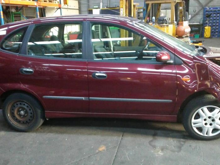 Nissan Almera Tino (V10M) 1.8 16V (klik op de afbeelding voor de volgende foto)  (klik op de afbeelding voor de volgende foto)  (klik op de afbeelding voor de volgende foto)  (klik op de afbeelding voor de volgende foto)