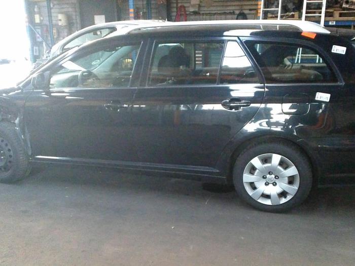 Toyota Avensis Wagon (T25/B1E) 2.0 16V VVT-i D4 (klik op de afbeelding voor de volgende foto)  (klik op de afbeelding voor de volgende foto)  (klik op de afbeelding voor de volgende foto)  (klik op de afbeelding voor de volgende foto)  (klik op de afbeelding voor de volgende foto)  (klik op de afbeelding voor de volgende foto)  (klik op de afbeelding voor de volgende foto)