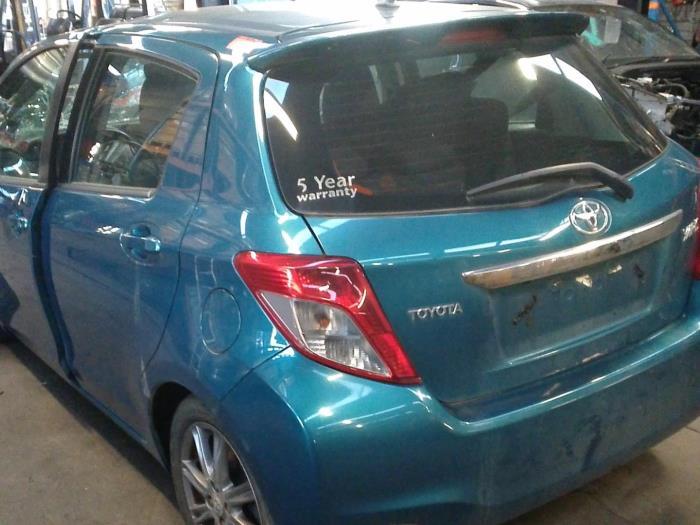 Toyota Yaris III (P13) 1.33 16V Dual VVT-I (klik op de afbeelding voor de volgende foto)