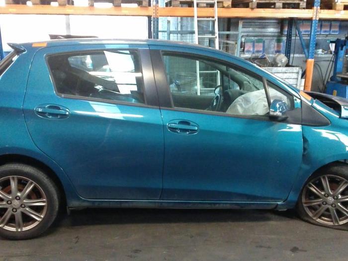 Toyota Yaris III (P13) 1.33 16V Dual VVT-I (klik op de afbeelding voor de volgende foto)  (klik op de afbeelding voor de volgende foto)  (klik op de afbeelding voor de volgende foto)  (klik op de afbeelding voor de volgende foto)