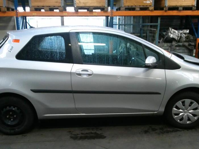 Toyota Yaris III (P13) 1.0 12V VVT-i (klik op de afbeelding voor de volgende foto)  (klik op de afbeelding voor de volgende foto)  (klik op de afbeelding voor de volgende foto)