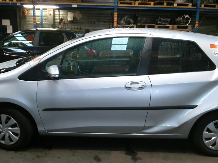 Toyota Yaris III (P13) 1.0 12V VVT-i (klik op de afbeelding voor de volgende foto)  (klik op de afbeelding voor de volgende foto)  (klik op de afbeelding voor de volgende foto)  (klik op de afbeelding voor de volgende foto)  (klik op de afbeelding voor de volgende foto)  (klik op de afbeelding voor de volgende foto)