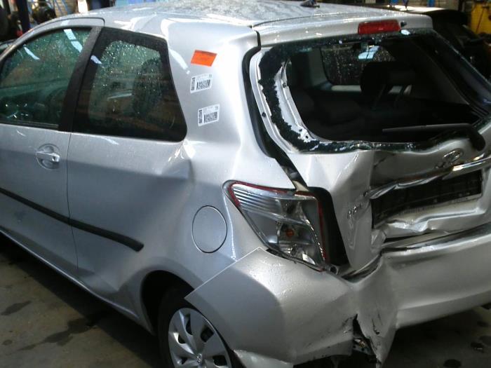 Toyota Yaris III (P13) 1.0 12V VVT-i (klik op de afbeelding voor de volgende foto)