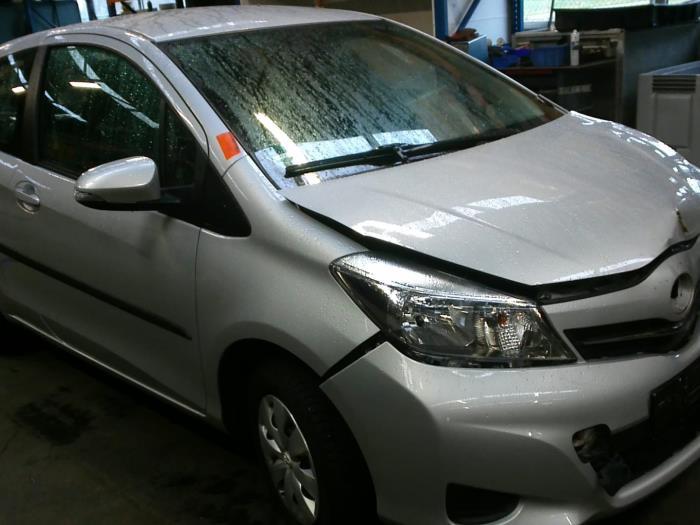 Toyota Yaris III (P13) 1.0 12V VVT-i (klik op de afbeelding voor de volgende foto)  (klik op de afbeelding voor de volgende foto)  (klik op de afbeelding voor de volgende foto)  (klik op de afbeelding voor de volgende foto)