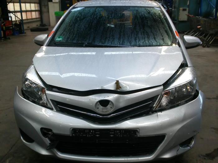 Toyota Yaris III (P13) 1.0 12V VVT-i (klik op de afbeelding voor de volgende foto)  (klik op de afbeelding voor de volgende foto)  (klik op de afbeelding voor de volgende foto)  (klik op de afbeelding voor de volgende foto)  (klik op de afbeelding voor de volgende foto)