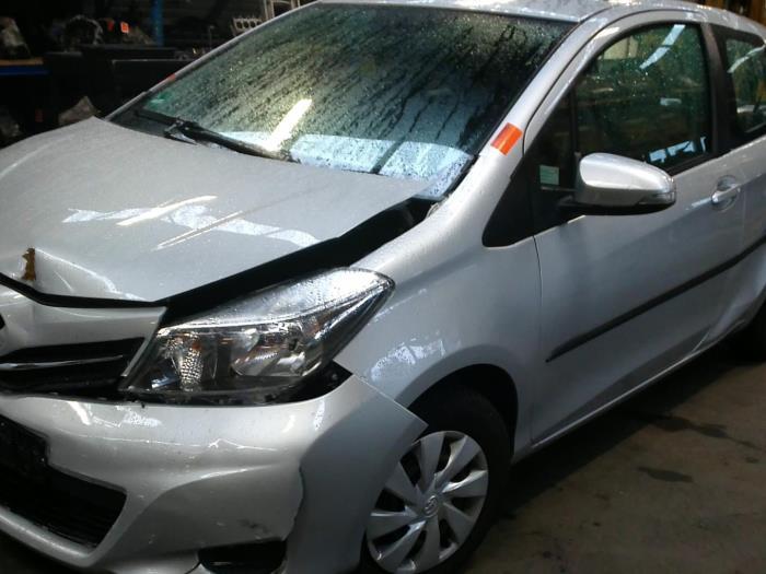 Toyota Yaris III (P13) 1.0 12V VVT-i (klik op de afbeelding voor de volgende foto)  (klik op de afbeelding voor de volgende foto)  (klik op de afbeelding voor de volgende foto)  (klik op de afbeelding voor de volgende foto)  (klik op de afbeelding voor de volgende foto)  (klik op de afbeelding voor de volgende foto)  (klik op de afbeelding voor de volgende foto)