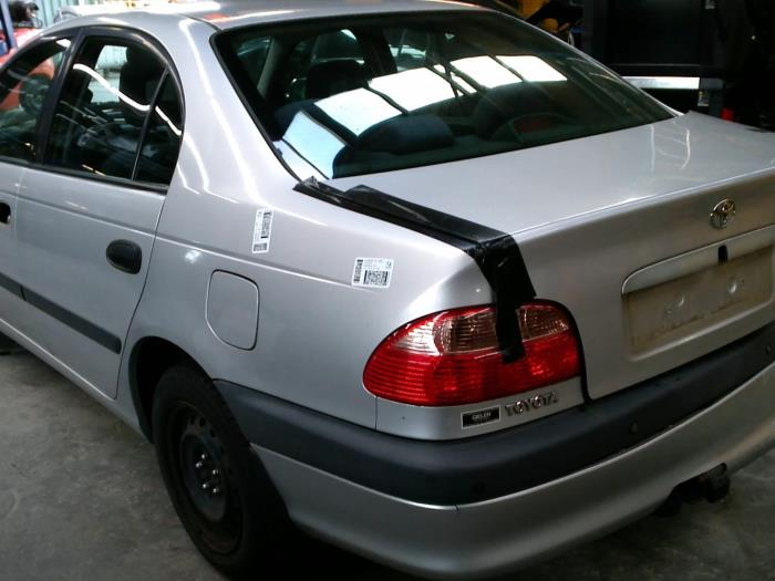 Toyota Avensis (T22) 1.6 16V VVT-i (klik op de afbeelding voor de volgende foto)