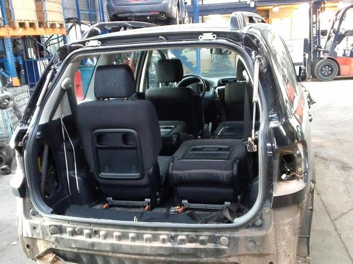 Toyota Avensis Verso (M20) 2.0 16V VVT-i D-4 (klik op de afbeelding voor de volgende foto)  (klik op de afbeelding voor de volgende foto)